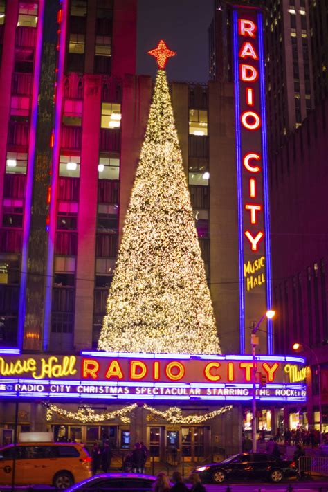 when does christmas start in new york in new york