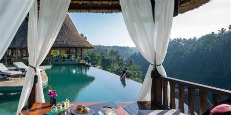 resorts  bali   finest infinity pools indonesia tatler