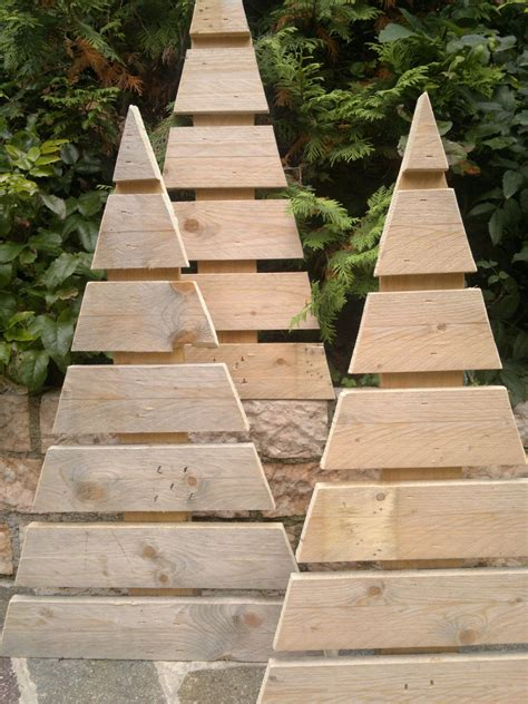 piedistallo per albero di natale albero di natale rustio in legno di recupero con