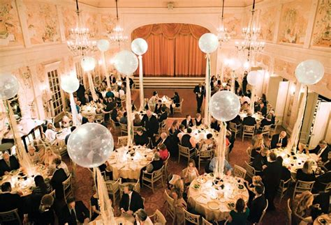 how to make balloons appropriate for a wedding reception