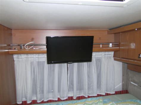 fernseher halterung decke zweites fernsehen einbauen wohnmobil forum