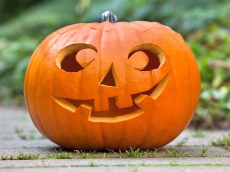 22 Traditional Pumpkin Carving Ideas Diy
