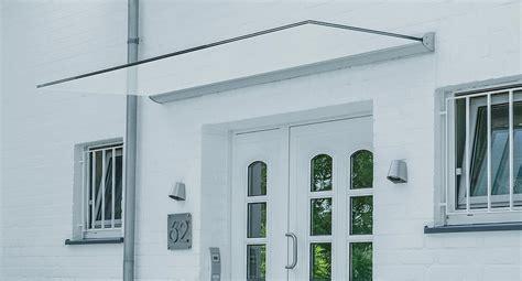 haus mit vordach vord 228 cher aus glas nach ma 223 glasvordach glasprofi24