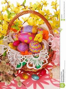 Korb Mit Stern : ostern korb mit bunten eiern stockbild bild von blume korb 23836057 ~ Eleganceandgraceweddings.com Haus und Dekorationen