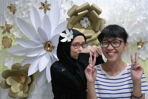diy flower photobooth  living loving