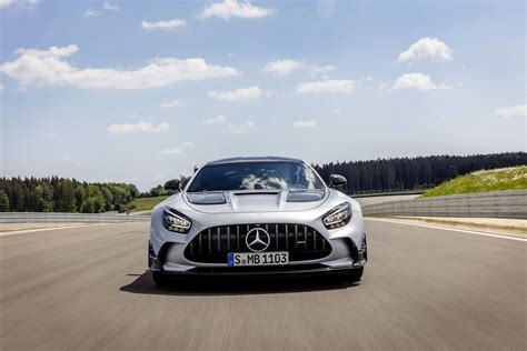 The experience from the amg gt3 and amg gt4 racing cars entered into the development. Mercedes AMG GT Black Series : sans compromis - Leblogauto.com