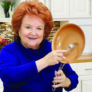 red copper pans  belong   kitchens cooknovelcom