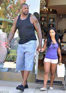 Shaquille O'Neal and tiny Nicole 'Hoopz' Alexander ...