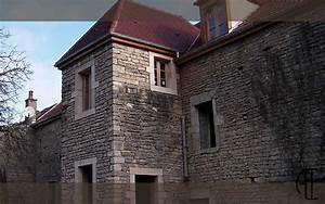 isolation maison en pierre maison en pierre recouverte With extension maison en l 17 mur en pierre sache de pierres et de bois