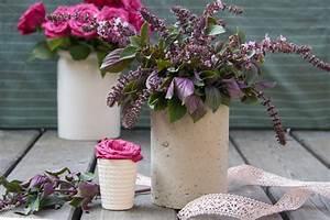 Beton Vase Selber Machen : eine blumenvase aus beton selber machen so gelingt dein diy projekt ~ Markanthonyermac.com Haus und Dekorationen