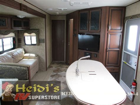 used 2014 zinger crossroads 33bh bunks outside kitchen