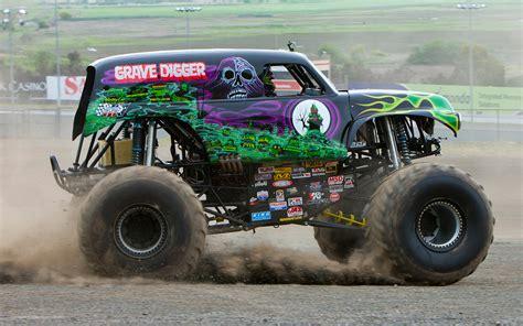 monster trucks youtube grave digger bigfoot monster truck vs grave digger