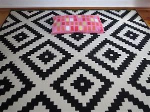 Teppich Muster Schwarz Weiß : schwarz wei teppich ~ Bigdaddyawards.com Haus und Dekorationen