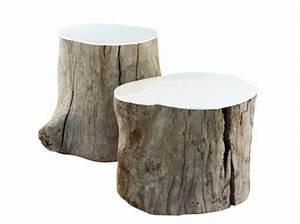 Meubles variés en troncs d'arbre sciés