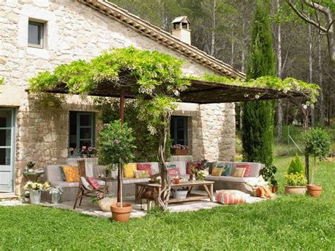 Bringing Bright Color Accents Into Outdoor Rooms, Before