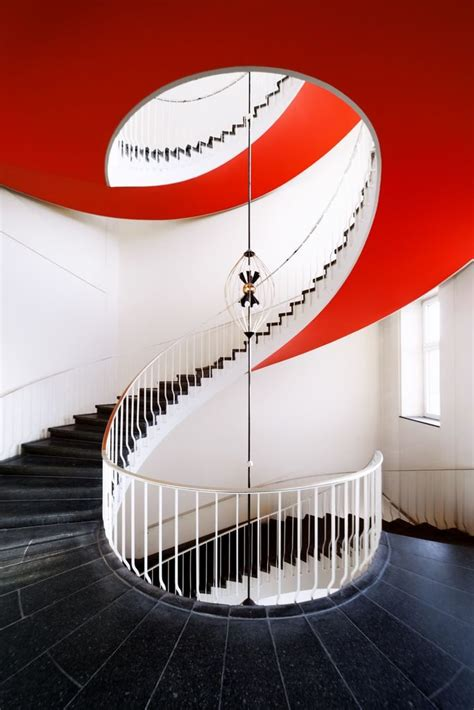 contrast color red  black home decorating trends