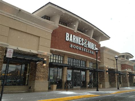 Barnes & Noble Is Now Selling Food And Booze At Select