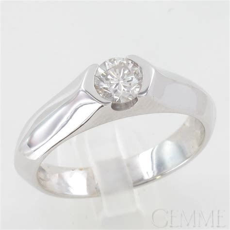 bague solitaire or blanc diamant taille moderne