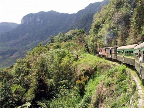 Train et paysage entre Fiana et Manakara photo