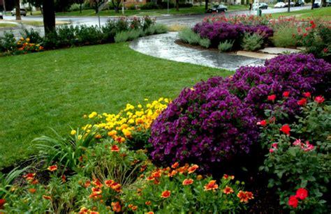 front yard flower bed designs wonderful green landscaping ideas for front yard flower beds homelk com