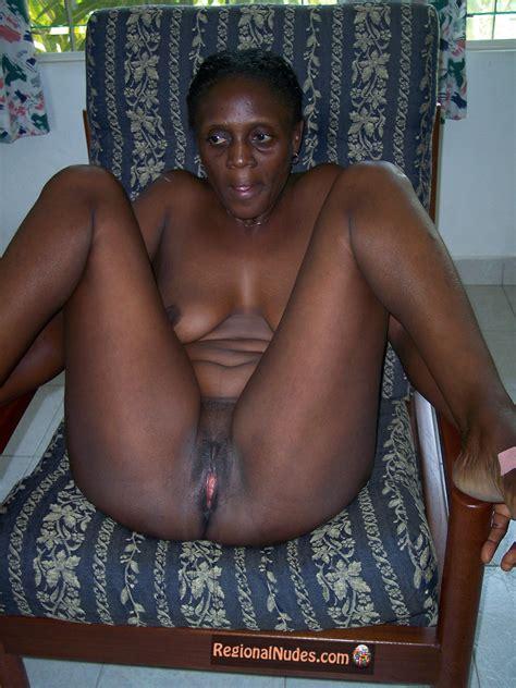 Mature Nude Ghanaian Housewife Sitting Regional Nude