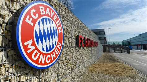 We would like to show you a description here but the site won't allow us. Rassismusvorwurf beim FC Bayern: Trainer soll ...