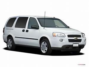 2008 Chevrolet Uplander Pictures  Angular Front