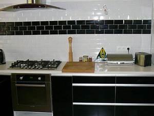 Carrelage Mural Pour Cuisine : cuisine meubles stratifie noir brillant carrelage mural ~ Dailycaller-alerts.com Idées de Décoration