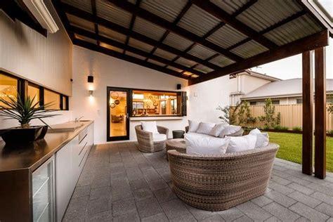 ueberdachte terrasse ideen fuer eine gemuetliche freizeit