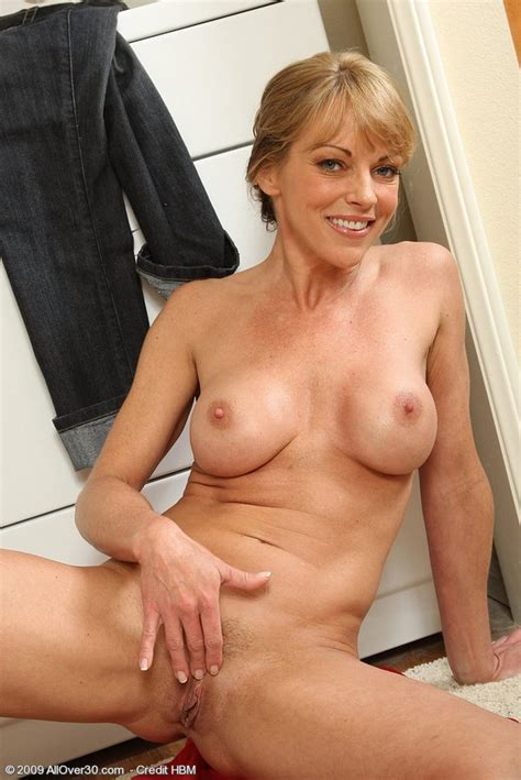 Naughty Blonde Housewife Gets Nude To Do The Laundry Pichunter