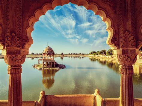 Premium Photo   Indian landmark gadi sagar in rajasthan