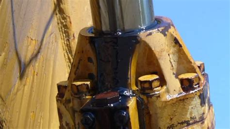 excavator springs  leak  hydraulic cylinder youtube