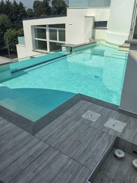 piastrelle piscina piastrelle sotto piscina