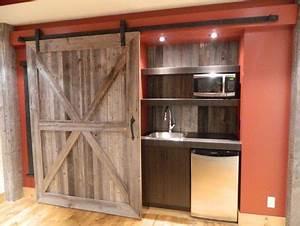 La porte de grange en 37 idees deco for Porte de douche coulissante avec carrelage salle de bain vintage
