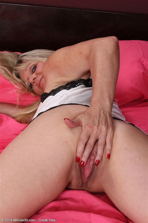 Hot Mature Sherri Donovan Plow Her Pinkish Pussy Milf Fox