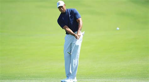 5 steps to pitch it like Tiger Woods