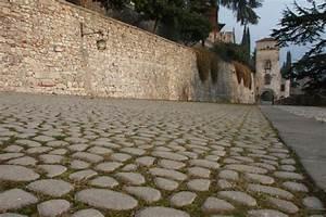 Come restaurare pavimentazioni esterne sentieri selciati