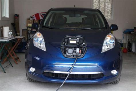 nissan leaf  kwh battery decline  times   earlier