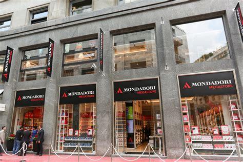librerie mondadori a roma il nuovo mondadori megastore libreria dei servizi e luogo
