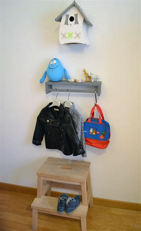 bureau et rangement porte manteau pour enfants bidouilles ikea