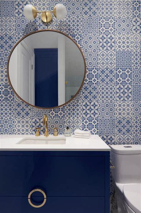 White Bath Vanity with Frosty Carrina Quartz Countertop