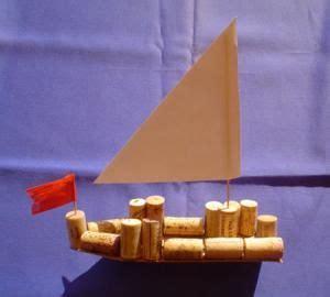 segelschiff aus holz und korken natur basteln meine enkel und ich   schwedesignde