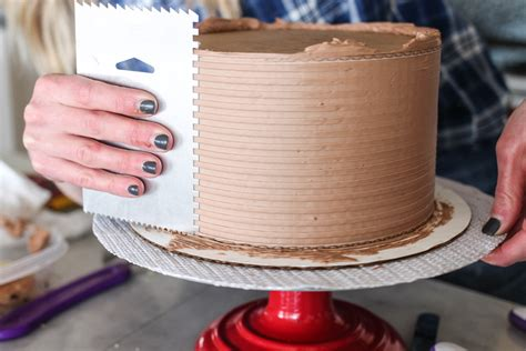 get a cake how to get a sharp edge on your buttercream frosted cake cake by courtney