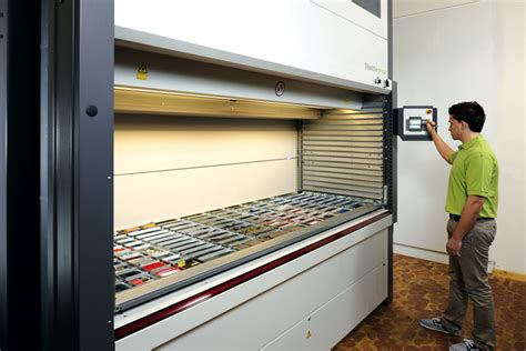 Store and pick goods efficiently - maximum storage density ...