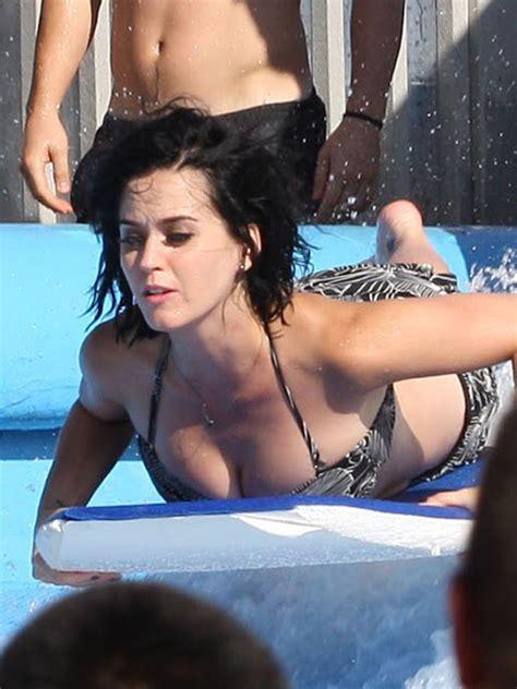 Katy Perry Bikini Bottom Wardrobe Malfunction Exposing Her Bare Ass Gutter Uncensored