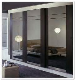 Mirrored Closet Sliding Doors by 17 Best Ideas About Sliding Mirror Wardrobe On