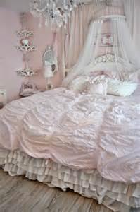 shabby chic bedroom design 25 delicate shabby chic bedroom decor ideas shelterness
