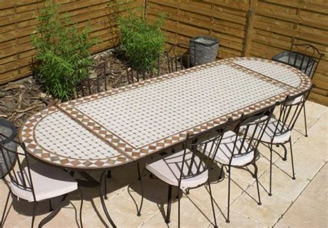 salon de jardin en fer forge et mosaique table jardin mosaique rectangle 200cm c 233 ramique blanche et ses losanges en argile cuite table
