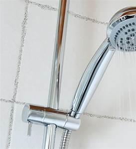 Fugenschimmel Im Bad Entfernen : schimmel im bad so entfernen sie schimmel im badezimmer ~ Lizthompson.info Haus und Dekorationen