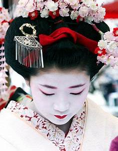 Traditional japanese hairstyles. Japanese girl hairstyles ...